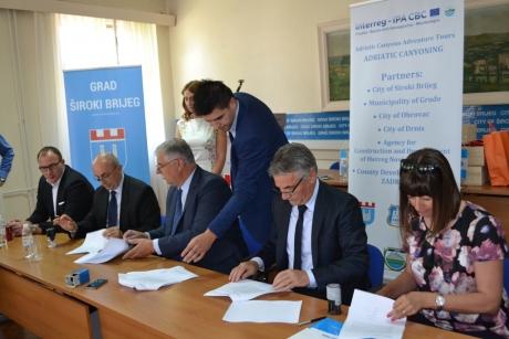 Potpisano: Široki za projekt dobiva 392.000 eura